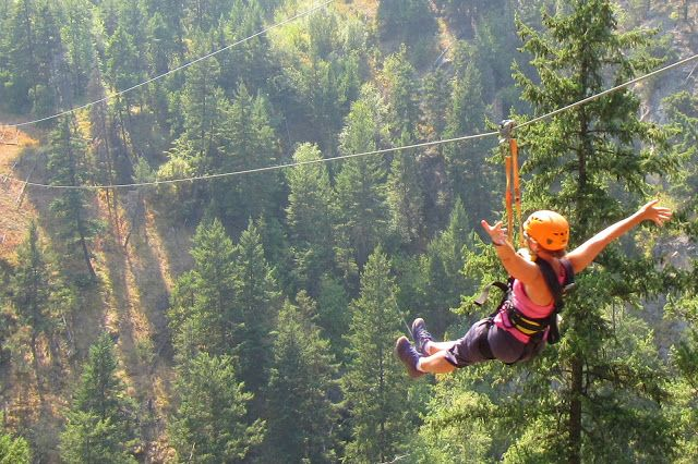 Vacation Fun in the Okanagan at the ZipZone Peachland / Family Adventures in the Canadian Rockies