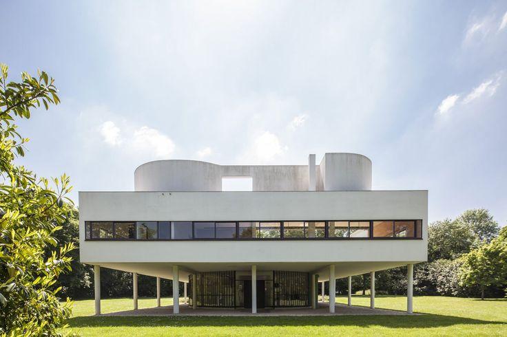 Exterior view. Ville Savoye, Le Corbusier's machine of inhabit. Photography © Montse Zamorano.