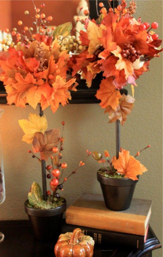 Топиарий из осенних листьев и веточек с ягодами