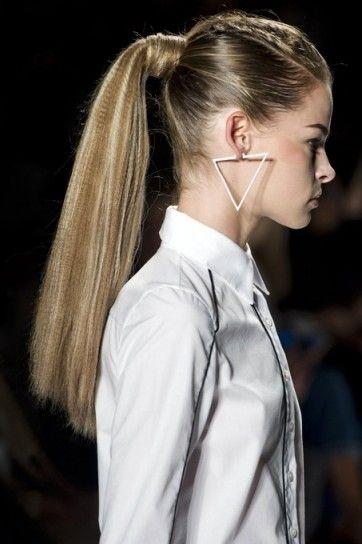 frisè with ponytail