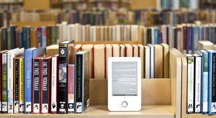 http://www.just40.nl/lifestyle/swipe-swipe/ Een e-reader is niet echt een sexy gadget, vind ik. Geen vlot, haarscherp scherm met echte kleuren. Staat tegenover; het is net een echt boek! volledig opgaand in het verhaal probeerde ik de bladzij om te slaan aan de rechterbovenkant van m'n e-reader. Huh? Oh nee, swipen!