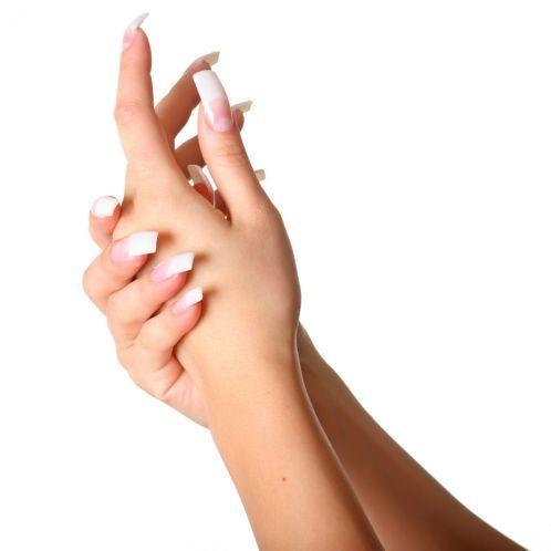 Come proteggere le unghie durante le vacanze estive: SOS manicure d'estate Durante le vacanze al mare in estate c'è sempre il solito problema: le unghie diventano più fragili a causa dei bagni nell'acqua e del contatto con la salsedine. E come se non bastasse anche lo smalto non dura più …