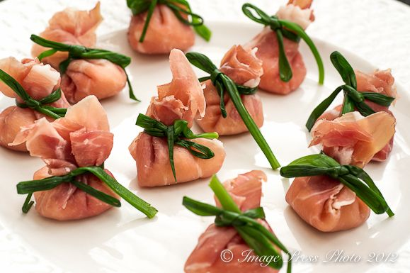 Prosciutto Purses - how perfect are these?  @bunkycooks: Prosciutto Pockets, Recipe, Yummy Delicious, Foodporn Jsoisson, Food Decor, Nom Yummy, Appetizers Fingerfood, Bunkycook Foodporn, Prosciutto Purses