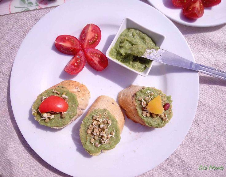 Pikk-pakk kész, bazsalikomos Brokkolikrém az iskolás, uzsonnás dobozba (gluténmentes, laktózmentes, tojásmentes, nyers, vegán) /Recept/ brokkoli, lila hagyma, fokhagyma, citrom, olívaolaj, fűszerek, avokádó, (mandula)
