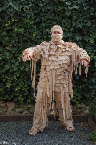 Auch ich habe mir ein Kostüm genäht. Aus einem alten Rollkragen Pullover,einer alten Hose und Stoff in Leinenoptik hergestellt. Der Lein...