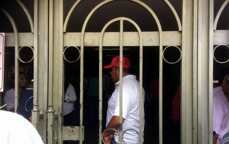 Policías cesados toman Cabildo de Chilpancingo, piden ser restituidos | El Puntero
