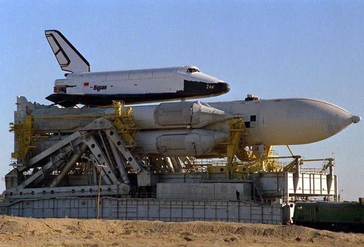La navette spatiale Buran était la réponse de la Russie soviétique au programme spatial américain. Elle a réalisée un seul vol, inhabité, dans l'espace en 1988 et bien que ce fut un succès le programme a été interrompu en 1993 après l'éclatement de l'URSS. En 2002 l'effondrement du toit du hangar où un des trois …