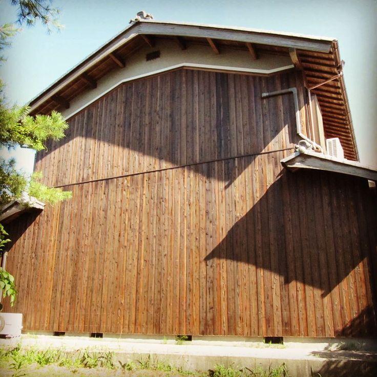 外壁リフォーム 杉焼板 ビフォーアフター  #写真 の整理をしていたらでできた #過去pic です  #杉 #焼き板 #外壁  #張替え #リフォーム #滋賀新築 #滋賀リフォーム #滋賀 #滋賀県 #日野町 #ビフォーアフター  #外壁工事  #施工  #田舎の風景