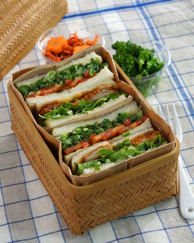 サンドイッチのお弁当.  Bento with sandwiches.