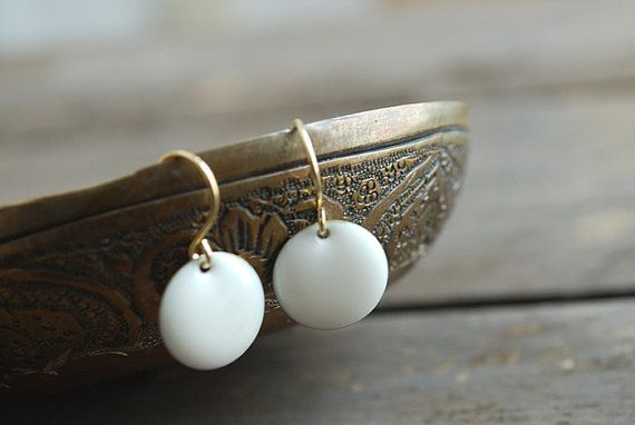 White enamel earrings // wedding // bridal // elegant by picturing, €10.90