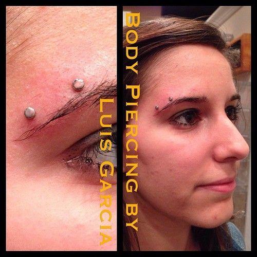 Fresh horizontal eyebrow piercing with @anatometalinc flat bottom surface bar and 3mm disks #piercing #bodypiercing #philly #philadelphia #s...