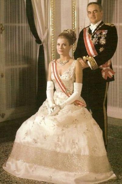 Номинантка премии «Оскар» за роль в фильме «Могамбо» (1953) и ее обладательница за роль в фильме «Деревенская девушка» (1954). Супруга князя Монако Ренье III. Погибла в автокатастрофе в возрасте 52 лет.