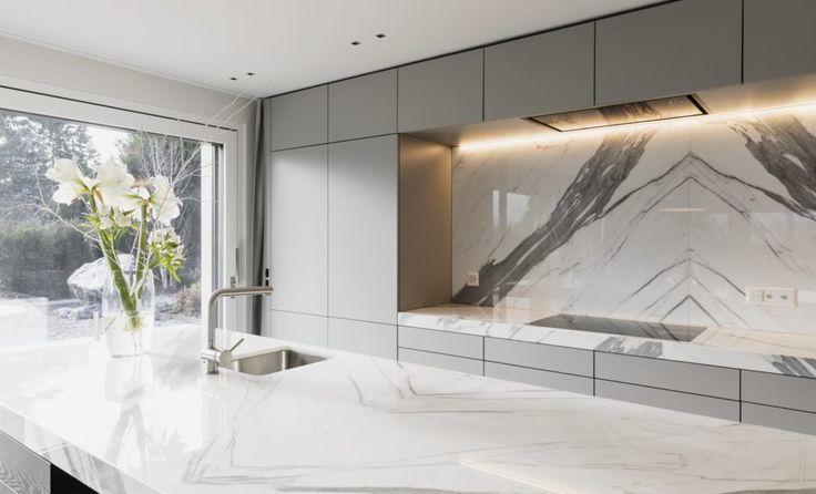In Der Luxus Küche Mit Kochinsel Wurde Der Marmor Statuario Venato,  Poliert, Im Grossformat Verwendet. | Naturstein Küchen | Pinterest