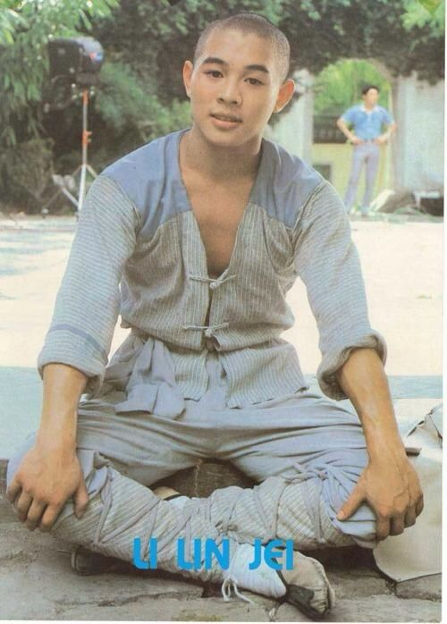 "Jet Li in his first film ""Shaolin Temple"" Kung-fu Kingdom facebook. Martial arts fanatic. Chinese action film stars and Asian movie celebs"