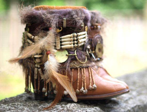 Custom upcycled REWORKED vintage boho boots door TheLookFactory