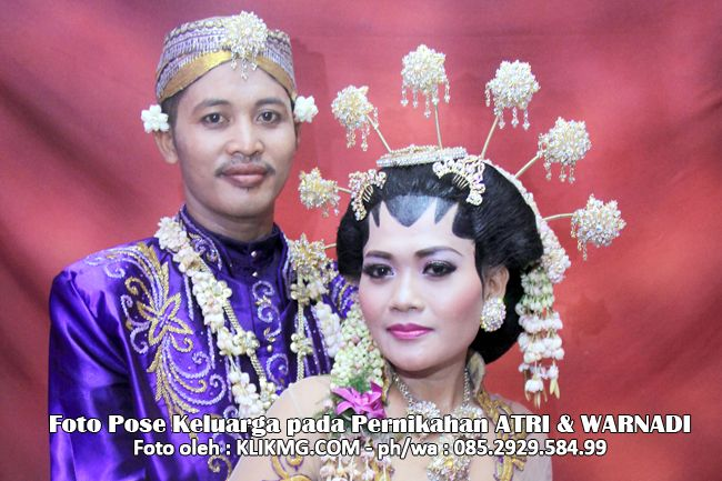 klikmg indonesia: Foto Pose Keluarga pada Pernikahan ATRI & WARNADI ...
