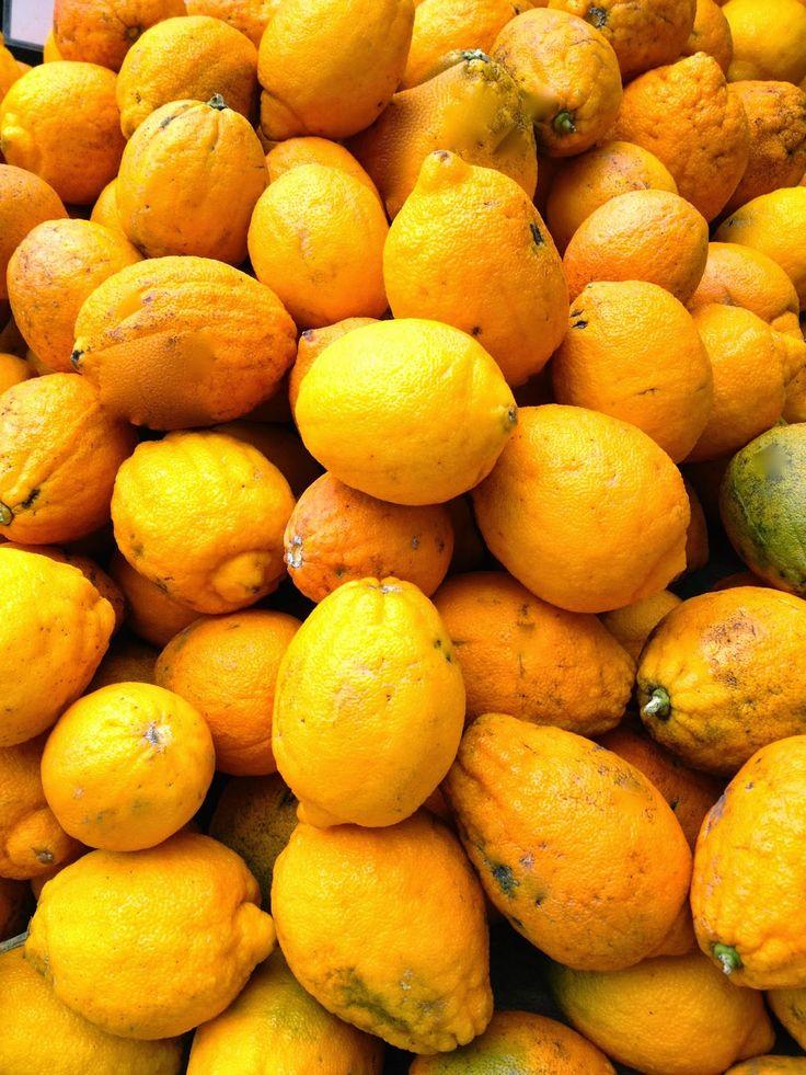 Μιά ολόκληρη σακούλα περγαμόντα έφτασε μόλις στα χέρια μου από το κήπο μιάς φίλης!   Ηταν η ποικιλία που το φρούτο μοιάζει με πορτοκάλι...