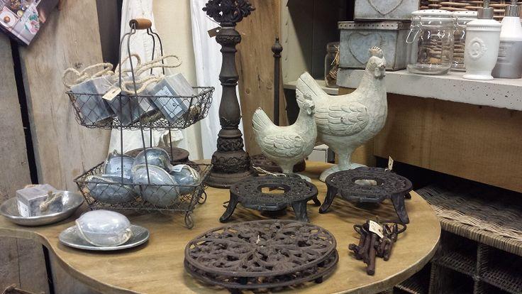 """Kijkje in de """"keuken """"van de winkel # brocante # keukengerei # decoraties # hebbedingen # zepen # gietijzer # en meer... @ GoedGevonden - Koog aan de Zaan"""