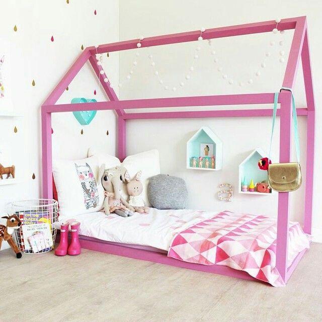 les 25 meilleures id es de la cat gorie chambre de fille mauve sur pinterest th mes b b fille. Black Bedroom Furniture Sets. Home Design Ideas