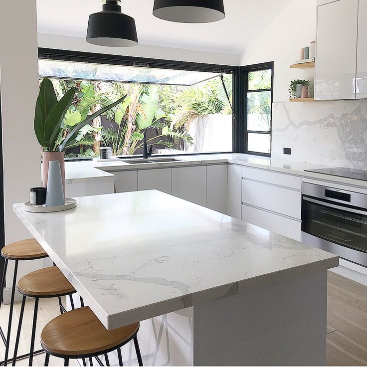 I love a good before & after, @cathodonnellstyling absolutely nailed this kitchen reno don't you think?! #simplestyleco
