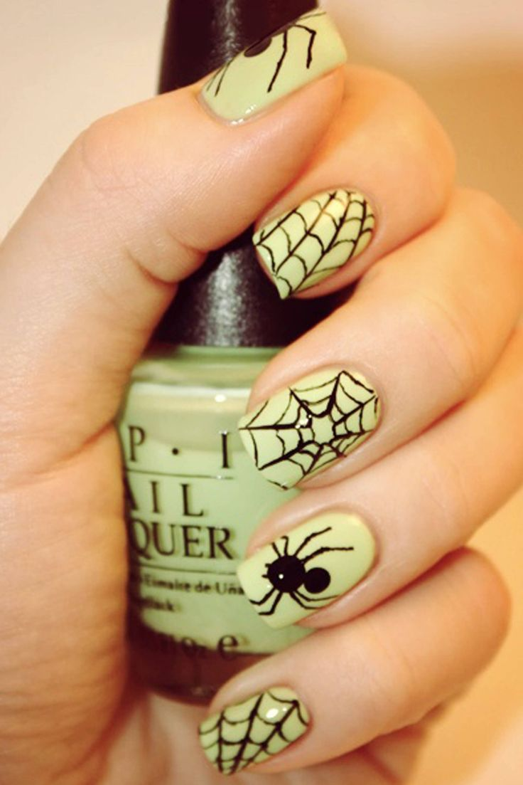 This lime-green polish with spiders & cobwebs painted on top looks AMAZING.