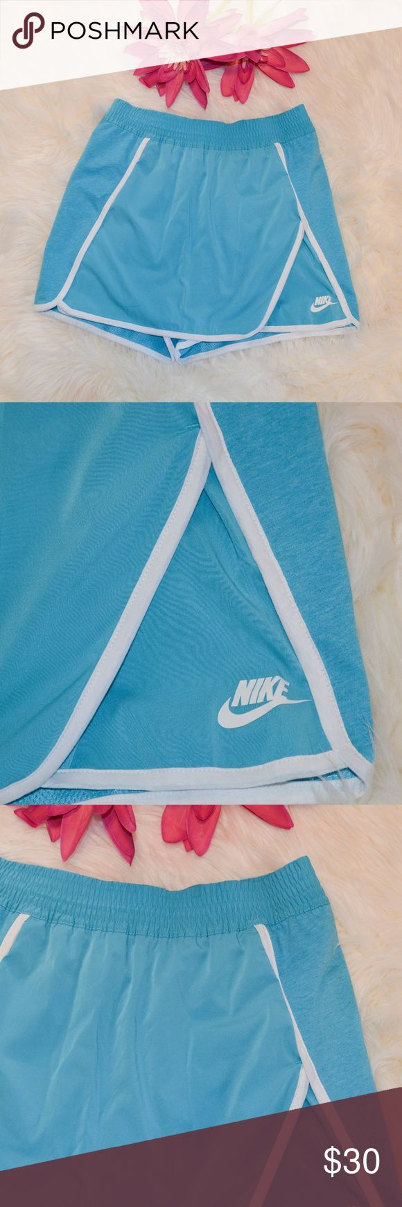 """NWT Nike Heathered Blue Court Athletic Skort Nike heathered blue court athletic/tennis short. Layered skirted front and short back. Elastic smocked waist. 2 pockets. Partially lined in mesh for breathability.  Size: S  Measurements Laying Flat -  Waist: 14 1/2"""" Hips: 18 1/2"""" Inseam: 2 1/2"""" Length: 14 1/2""""  Material: Face Body - 100% Cotton / Back of Body - 100% Polyester / Overlay - 91% Polyester & 9% Spandex Nike Shorts Skorts"""