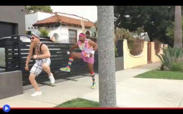 """Lo strambo spirito del jogging sveglia la città di L.A. """"Cosa intendi, giornata nostalgica degli anni '80?"""" Alle 7:30 della mattina di lunedì, il caffè Starbucks all'angolo tra Melrose e Stanley nel quartiere losangelino di West Hollywood è più pieno di q #divertente #jogging #fitness #corsa"""