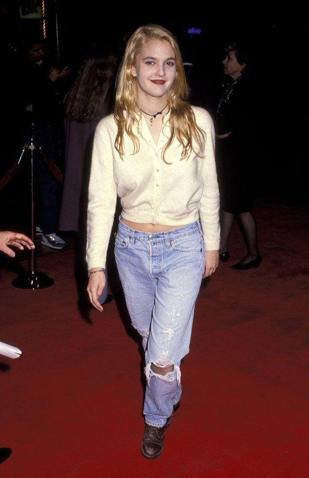 Quand elle a parfaitement jonglé entre sexy et grunge: | Toutes ces fois où Drew Barrymore a incarné la mode des années 1990