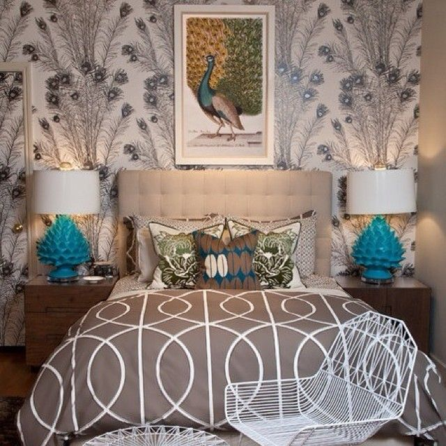 Павлин в спальне☝😀🏡 #спальня #дизайн #интерьер #стиль #декор #павлин #картина #комната #уют #лампы #обои #кровать #ардеко #kashtanovacom #design #decor #interior #style #bedroom