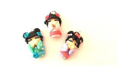 """Dalla serie """" MONDO KOKESHI"""" CIONDOLO bambole giapponesi 3 cm- DIPINTE A MANO   - una a scelta - portafortuna     - FIMO -   - idea regalo - natale -"""