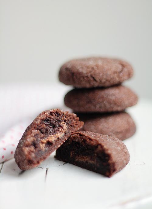 Toffeetäytteiset suklaakeksit