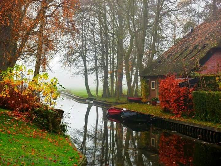 Giethoorn en Holanda, sus calles son canales.