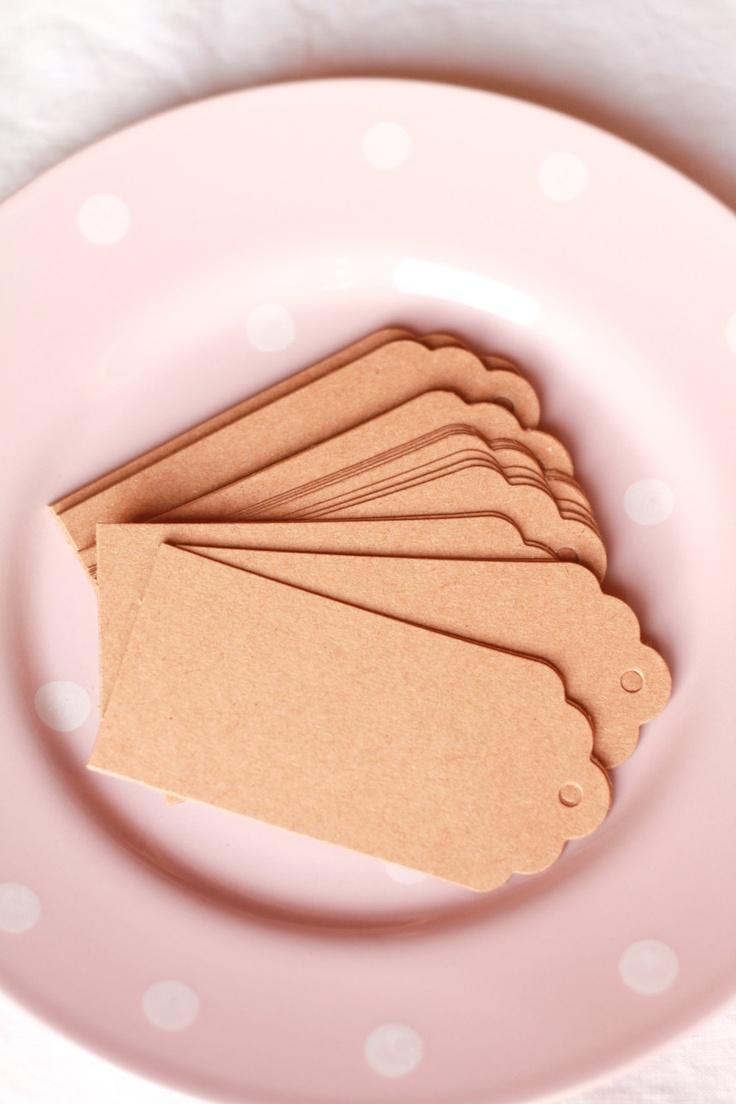 10 Etichette grandi di carta kraft  con spago - 10 Brown Kraft Gift Tags with twine. €1,50, via Etsy.