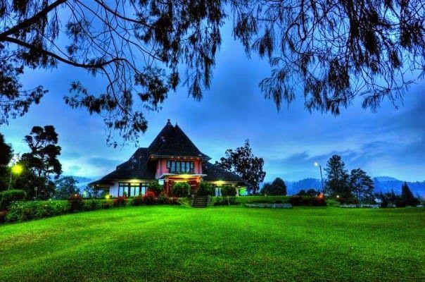 Bukit Kubu Hotel  Jl. Sempurna No. 2 Brastagi.Telepon : (0628) 20888