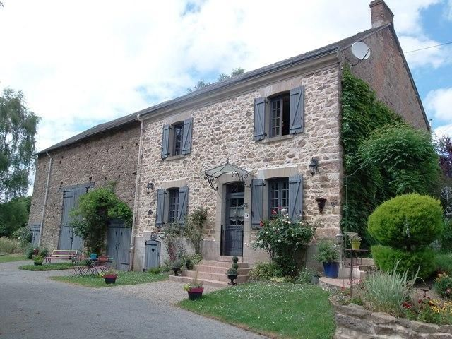 Beautiful stone house with more that one hectare of attached land.  € 229300
