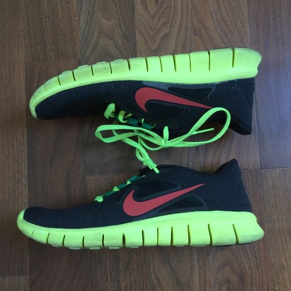 NIKE FREE RUNNERS SHOES NIKE Free sneakers. Awesome color way and very comfy ! Size 6.5 boys which will fit a 7.5 or 8 women's. Barely worn ! Nike Shoes Sneakers