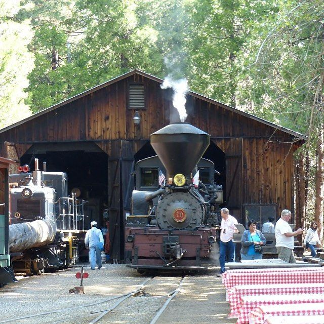 【kumicaltours】さんのInstagramをピンしています。 《本物の蒸気機関車がシュガーパイン(砂糖松)の森の中を走り抜けるヨセミテにあるSugar Pine Rail Roadは現在も観光客を乗せて元気に走っています。勢い良く吹き上げる蒸気が松の葉を揺らし、甘い香りの風の中を走り抜けます。#yosemite #yosemitenationalpark #sugarpinerailroad #railroad #steamtrain #travelphotography #familytravel #explorecalifornia #california4fun #choochootrain #train #蒸気機関車 #機関車 #鉄道 #ヨセミテ国立公園 #世界遺産 #鉄ちゃん #アメリカ #カリフォルニア #森 #山 #写真好きな人と繋がりたい #写真撮ってる人と繋がりたい #海外旅行  #ファインダー越しの私の世界…