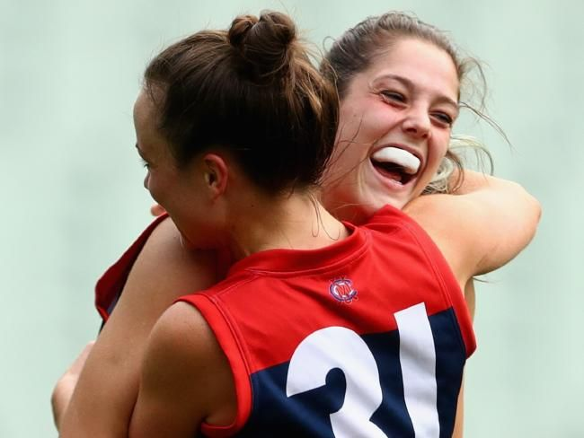 Women's AFL: Lauren Pearce's rapid rise from basketballer to Melbourne ruck | HeraldSun