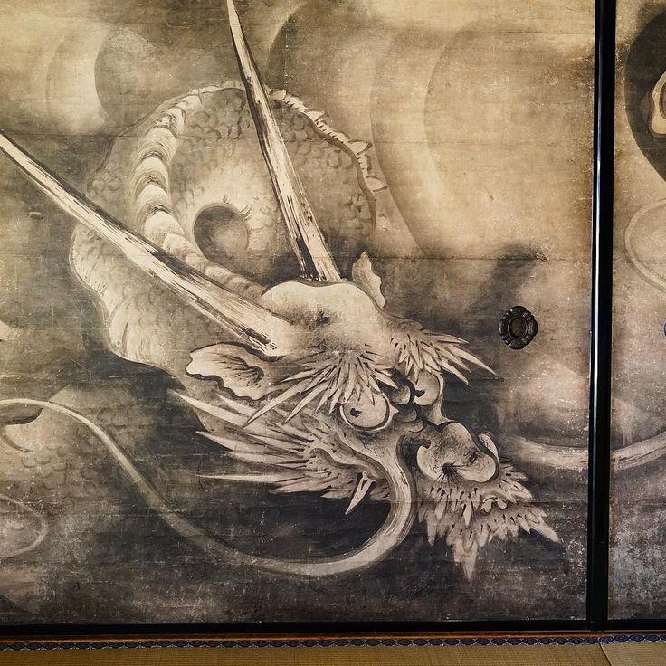 Дракон из Рёандзи роспись тушью на сдвижных дверях фусума в павильоне настоятеля. #дракон #драконы #портрет #тушь #фусума #двери #интерьер #храм #буддизм #Киото #Рёандзи #Япония  #картины #живопись