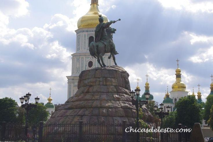 Monumento de Bogdan Khmelnitskiy, en Kiev.