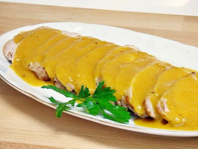 Lomo de cerdo asado acompañado por una salsa para mojar pan y rechupetearse los dedos. Mis Cosillas de Cocina.