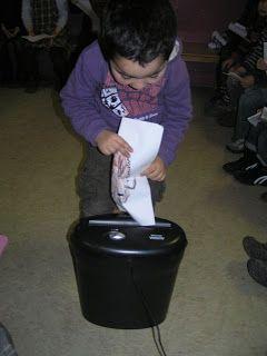 Begeleide of zelfstandige activiteit - Bange tekeningen laten opeten door het papiermonster