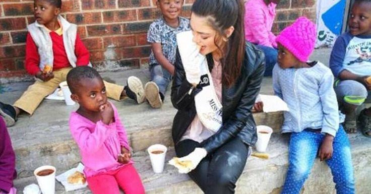 Σάλος με την «Μις Νότια Αφρική» - Φόρεσε γάντια για να ταΐσει παιδιά,φορείς του AIDS