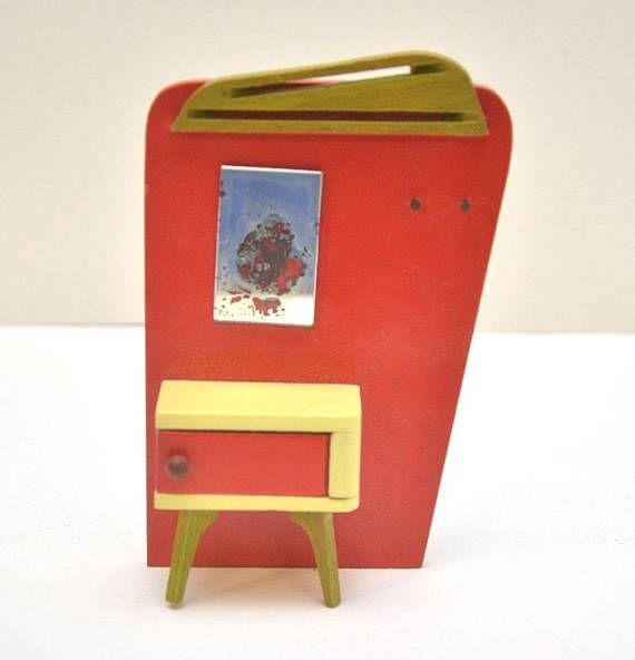 jaren 1960 mint NeverUsed Vintage BODO HENNIG poppenhuis Brio Lundby meubilair ontwerper modernistische Scandinavisch Design Hall kabinet Hat Rack  Zeer goed gemaakt. Iconische Bodo Hennig stukken. De spiegel verslechterd achter de glkass en het was te wijten aan nooit uit de doos, zeker het
