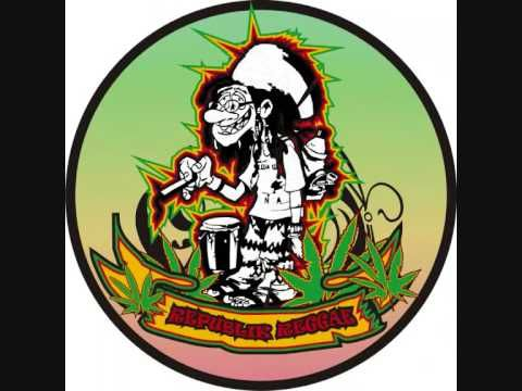 Thai Reggae group Job2Do with Song Lai King. Enjoy!