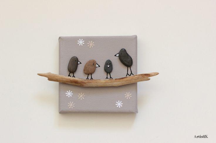 Tableau galets oiseaux bois flotté fond beige Happy Family de 4 dessin humoristique miniature, décoration chambre bébé : Décorations murales par artistik