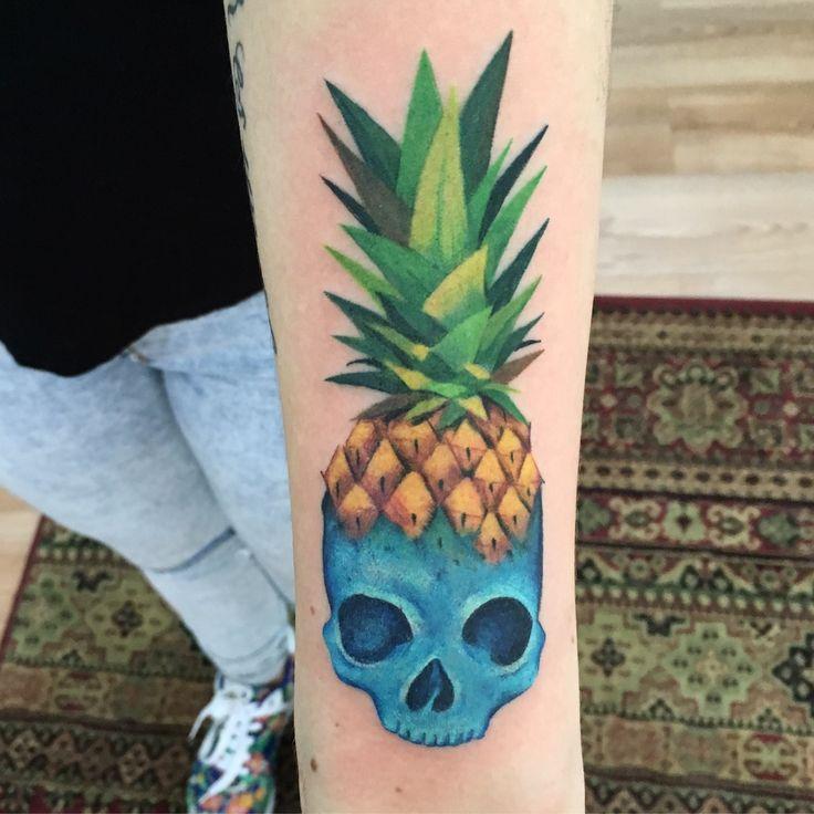 Tatuaje de piña #pineapple #pineappletattoo #skull by @suxiyaco #punkybambi