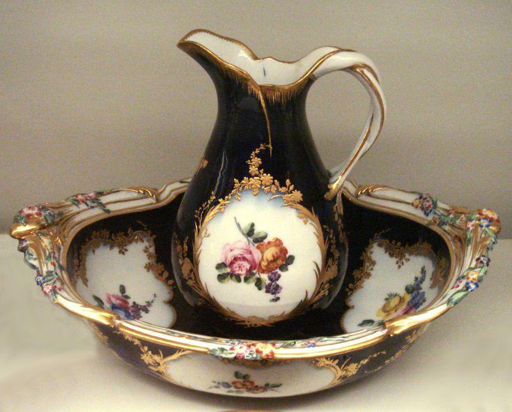 Vincennes soft-porcelain vase, 1753.