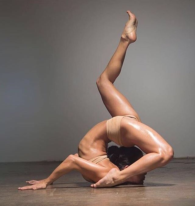 Contortionist Stock Photos And Images