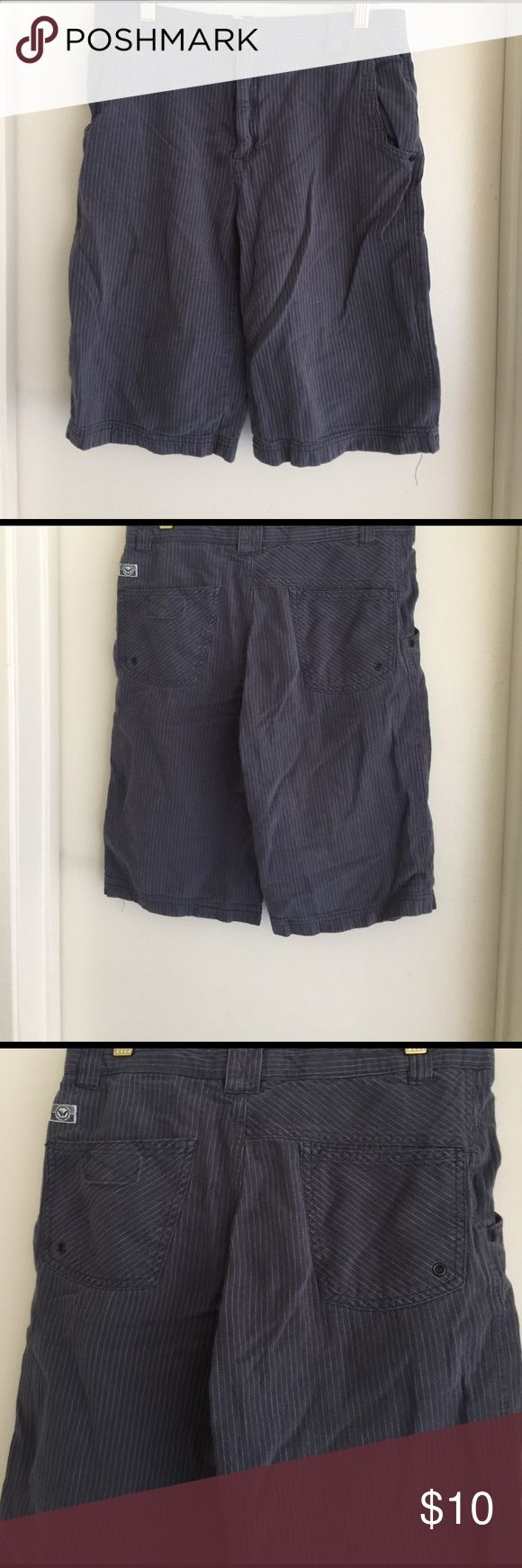 Shaun White  Shorts for boys  #AndresCloset🕶🤴 Shaun white Short for boys With a small stain on the front Shaun White Bottoms Shorts